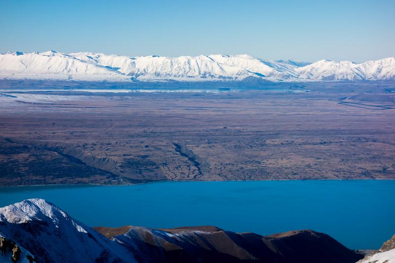 Lake Pukaku and Lake Tekapo with Two Thumb Range behind.