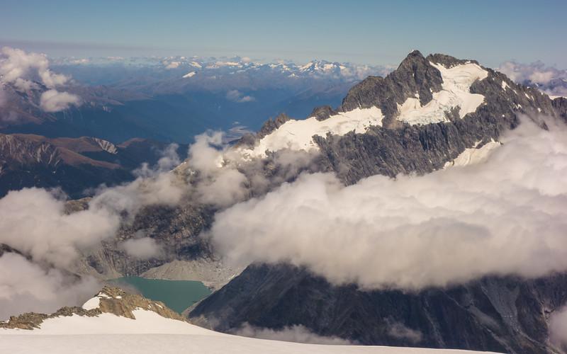 The Otoko glacier lake and Mt Hooker.