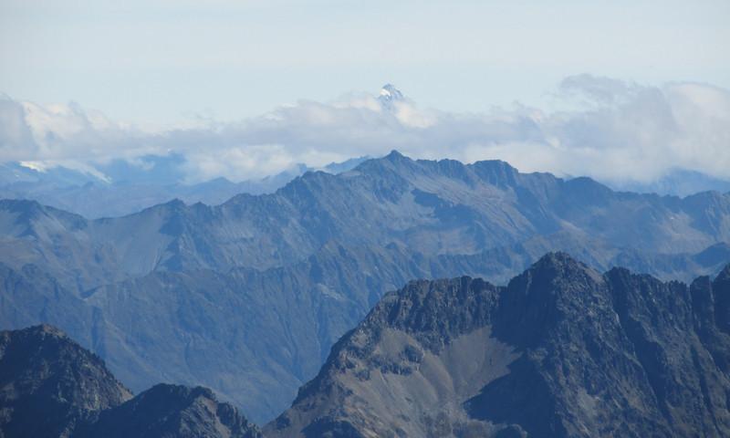Mt Aspiring above the cloud.