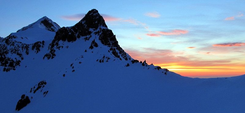 Sunrise over the Tapuae-o-Uenuku-Alarm ridge.