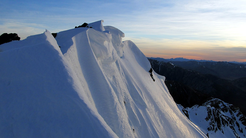 The corniced north-east ridge of Mt Una.
