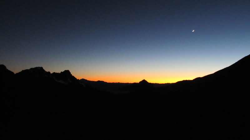 Sunrise from the saddle on the North Ridge of Sibbald.