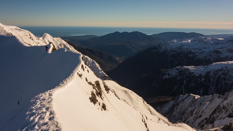A beautiful narrow bit on the Hitchin Range, Kakapotahi on the right (photo - James Thornton).