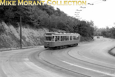Cincinnati Street RailwayA 1950 shot of, car 128, a 1928-built Peter Witt, on Warsaw Avenue, about to turn onto Wilder Avenue, inbound on Route 35-Warsaw/Price Hill.CAPTION TEXT KINDLY SUPPLIED BY CLIFF SCHOLES.