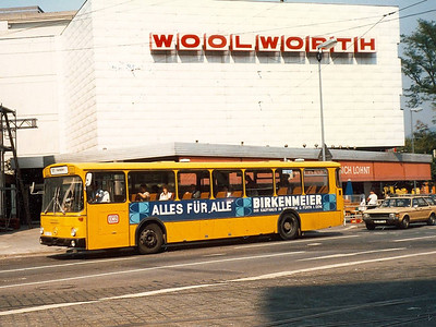 Another unidentified DB liveried bus passing Woolworth on the corner of Bismarckstrasse and Bergheimerstrasse