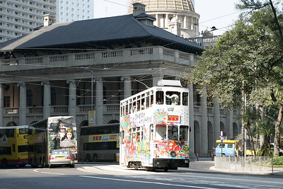 No 100 passes the Legislative Council Building in Central district on 20/11/2004 with a North Point service.
