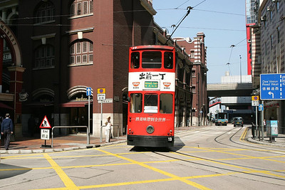 No 19 departs from Western Market and turns onto Morrison Street, Sheung Wan on 22/11/2004 with a service for Kennedy Town.