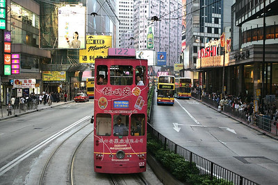 No 122 is seen on Yee Woo Street, Causeway Bay working a service to Western Market on 21/11/2004.