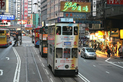 No 87 heads three sister units along Hennessy Road, Causeway Bay with a service for Western Market on 21/11/2004.