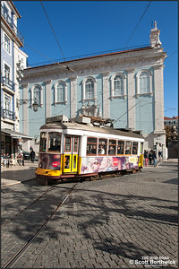 551 arrives at the Praça Luís de Camões working an E28 service to Prazeres on 22/11/2016.