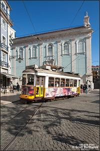 551 arrives at the Praça Luís de Camões working an E28 service to Prazeres on 22/11/2016.
