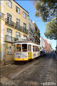 554 descends the Calçada de São Vicente in the Alfama district of Lisbon with a No.28 service to Prazeres on 14/11/2017.