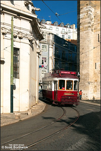 7 runs downhill along Largo da Sé outside the Lisbon Cathedral, or Church of Santa Maria Maggiore, on 22/11/2016 with a Hills Tramcar Tour.