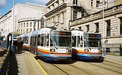 030: Also at Fitzalan Square in April 2006 are 108 and 125, both in the original Stagecoach livery.