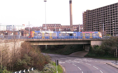 039: This point is also highlighted by 123 on the rather more plain bridge leading from Park Square to Sheffield Station on the Halfway line on 24th December 2008.