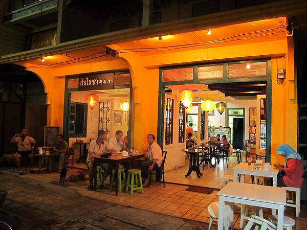 Streetside eating in Trang city