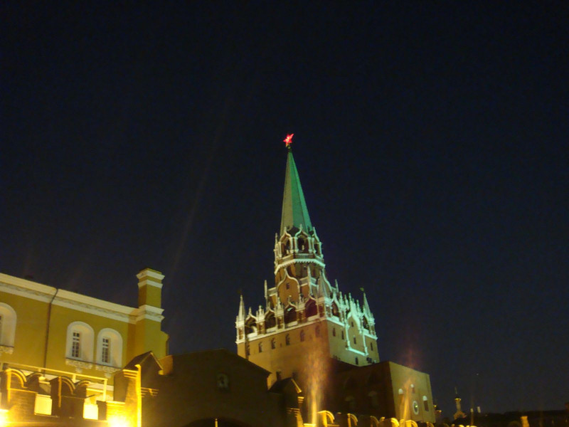 Kremlin star at night.jpg