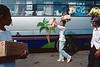 Vendeurs à la sauvette dans la gare routière de Bandar Lampung. Ile de Sumatra/Indonésie