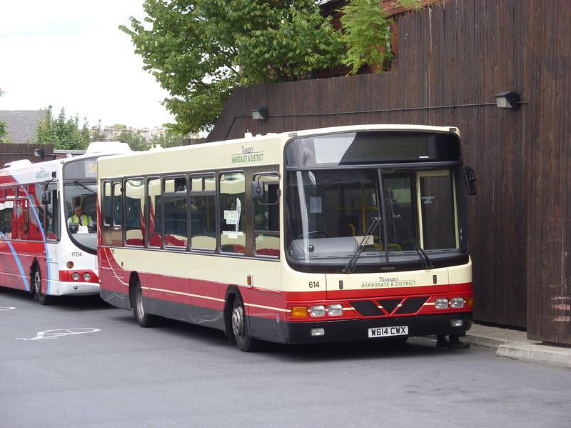 614 - W614CWX - Harrogate (bus station) - 11.8.08