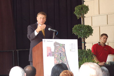 John Mica speaks in Downtown Jacksonville about commuter rail.