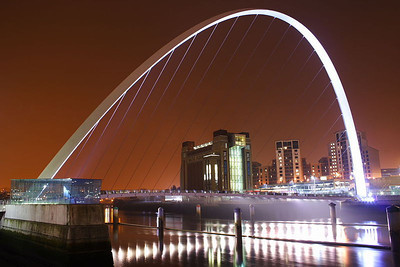 GATESHEAD BRIDGE, RIVER TYNE, ENGLAND