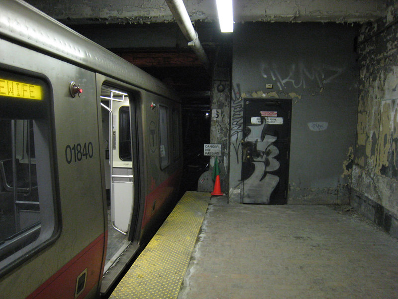 01840 prepares to make it's journey to Alewife.