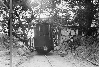 Here is another headline grabbing monorail attempt, New Yorks City Island Railway was unique. It's very first run in 1901, packed with excited passengers, promptly flipped onto it's side. It finally did get into regular operation and was quickly replaced with a streetcar route.