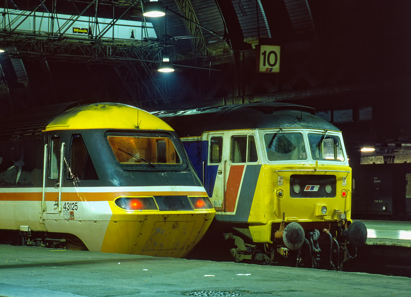 "43125 having worked the up ""Cornish Riviera"" alongside 47582, recently arrived with the 14:30 from Oxford. Both shown on the blocks at Paddington on 31st December 1989."
