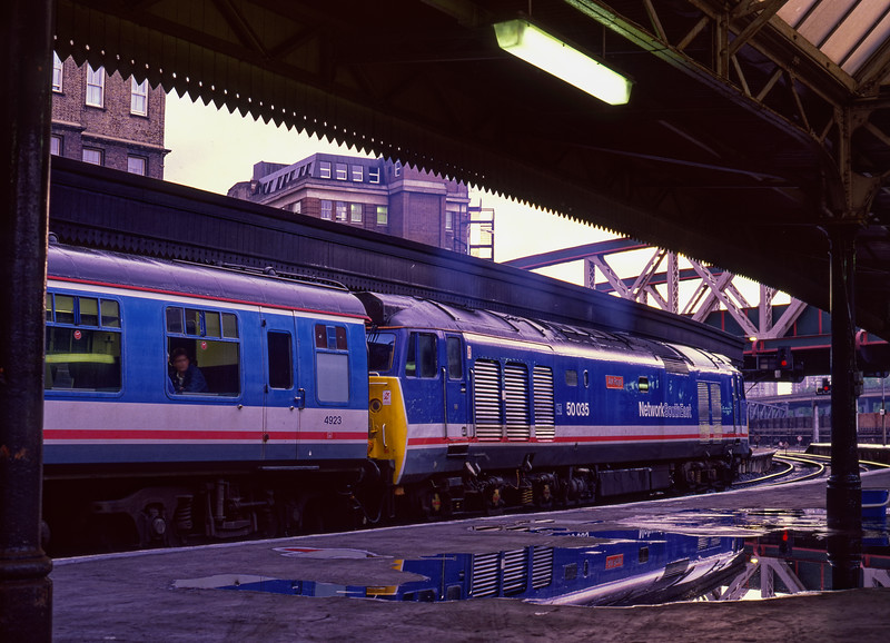 50035 waiting time at Paddington, with the 20:20 to Oxford on 8th June 1990.