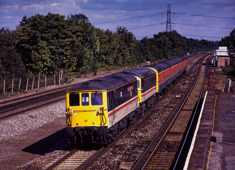 73205 / 83301 / 8007 forming the test train created for testing the bogies and collector shoes for the proposed Eurostar trains. Shown at Winchfield on 7th September 1990.