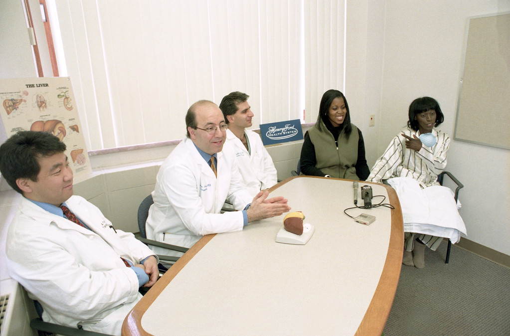 101494B_410 liver transplant press conference 2000: surgeons who performed state's first living donor, adult-to-adult, liver transplant, Doctors; Marwan Abouljoud; Atsi Yoshida; Viken Douzdjian; Lea Bullock (daughter), Ela Bullock (mother)