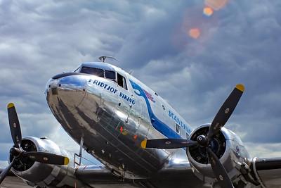 "Douglas DC-3C ""Flying Daisy"""