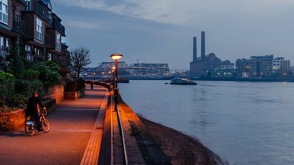 Boris Biker on Thames Path during smog