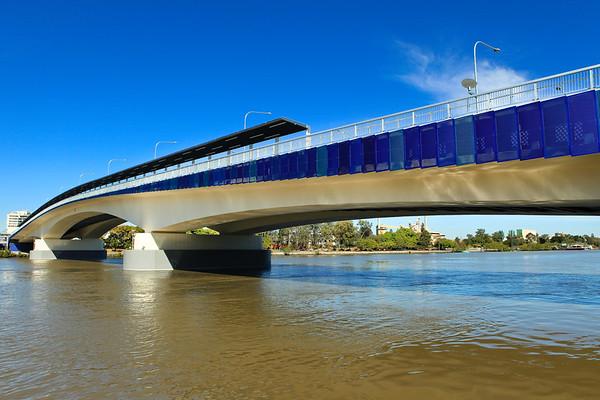 "Go Between Bridge - ""Two Bridges in One Walk"" - walking Brisbane's Kurilpa and ""Go Between"" Bridges on a majestic winter's day, 16 July 2010; Queensland, Australia. Photos by Des Thureson:  <a href=""http://disci.smugmug.com"">http://disci.smugmug.com</a>"