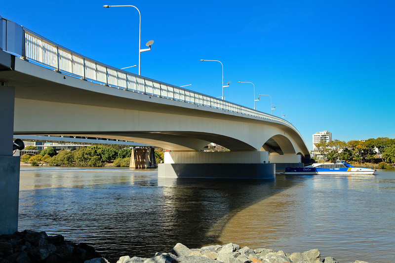 "Go Between Bridge - ""Two Bridges in One Walk"" - walking Brisbane's Kurilpa and ""Go Between"" Bridges on a majestic winter's day, 16 July 2010; Queensland, Australia. Photos by Des Thureson:  <a href=""http://disci.smugmug.com"">http://disci.smugmug.com</a>"