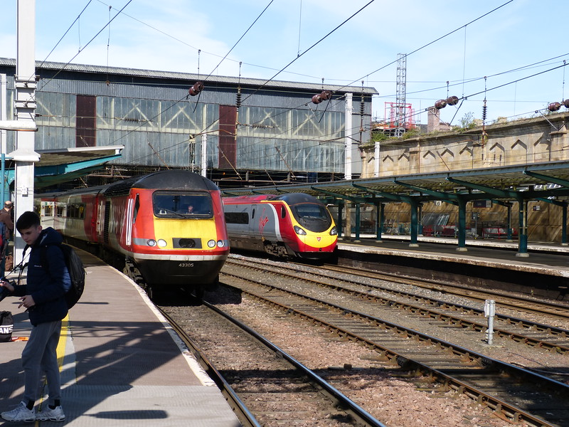 43305 & 43367 with 1E11 Aberdeen to Kings Cross with 390043 with the Edinburgh to Euston 9M54