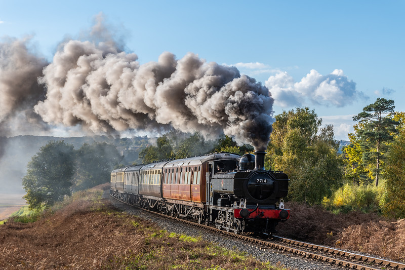 7714 storms towards Bewdley Tunnel