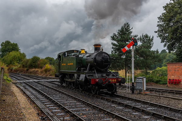 4144 runs around its train at Arley