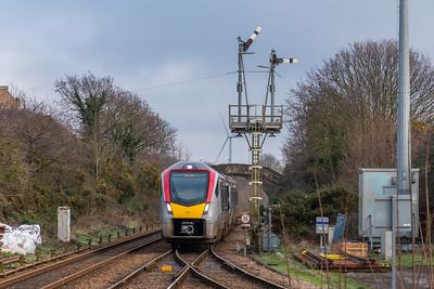 755327 arrives at Oulton Broad North