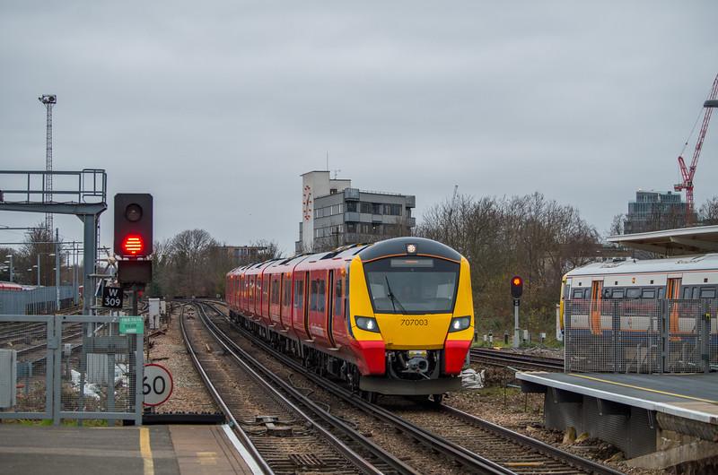 707003 & UID Class 387, Clapham Junction