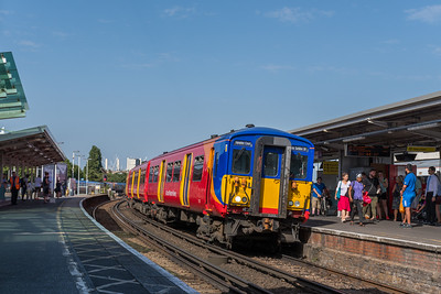 SWR Class 455 no 5910 @ Clapham Junction