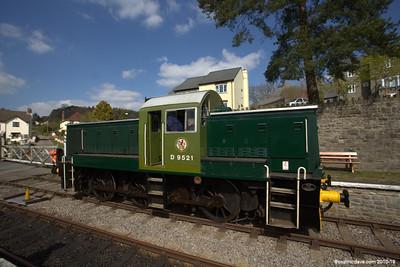The D9521 at Parkend Station 001 (April 2014)