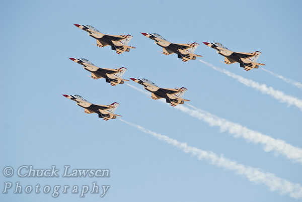AIRCR0002-The USAF Thunderbirds precision flight team perform their traditional diamond formation.