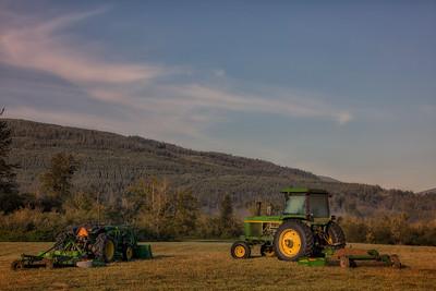 John Deere Duet Early Morning Meadowbrook Farm 9-4-18