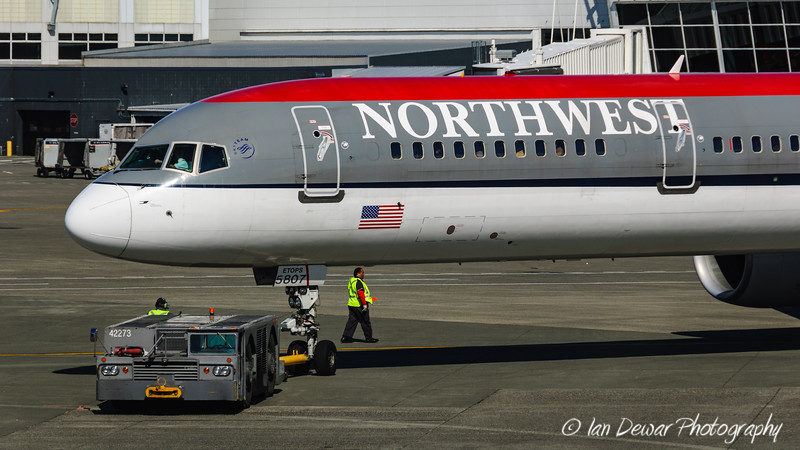 Northwest 757 at Seatac