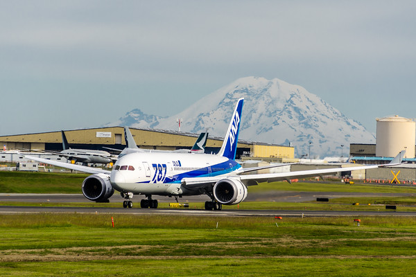 Boeing 787 at Paine Field Washigton