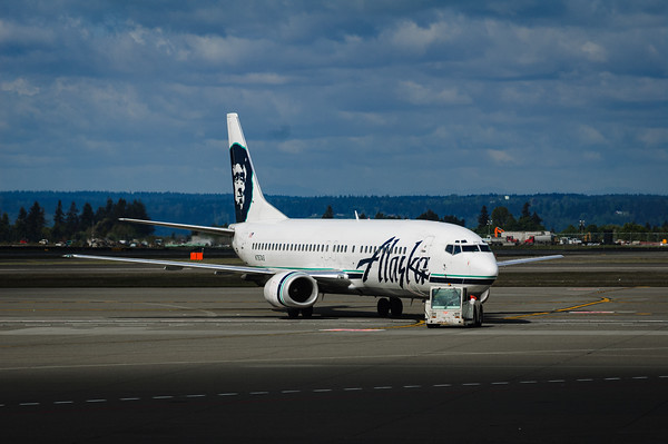 Alaska Airlines 737-400 at Seattle