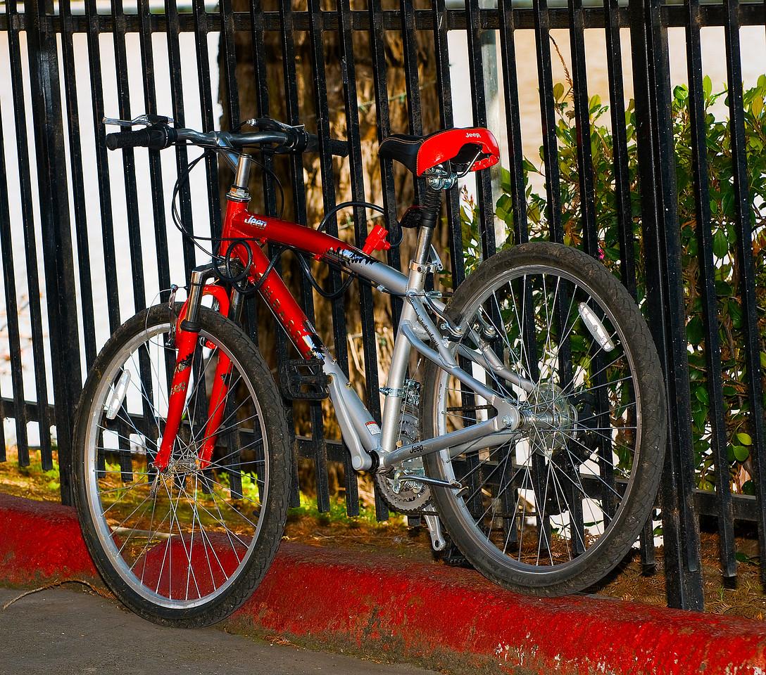 CAPTION: Jeep Compass Mountain Bicycle<br /> LOCATION: Historic downtown Petaluma, California<br /> DATE: 3-11-09<br /> NOTES: <br /> HEADING:
