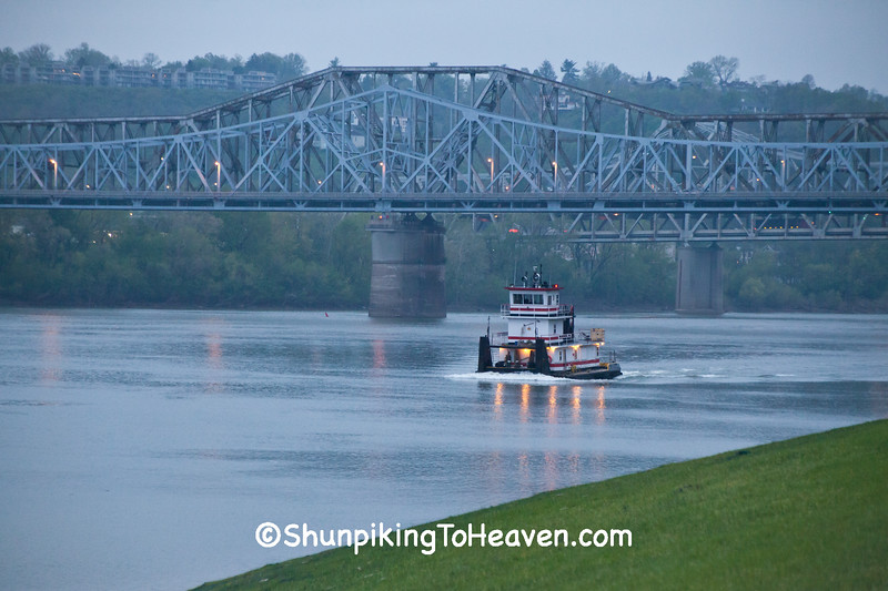 Tugboat, C.W. Bailey Bridge & C&O Railroad Bridge, Cincinnati, Ohio