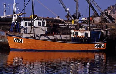 TrBoatFishCom1880600-11